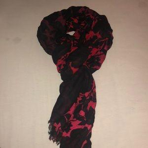 Vera Bradley Silhouette Floral scarf